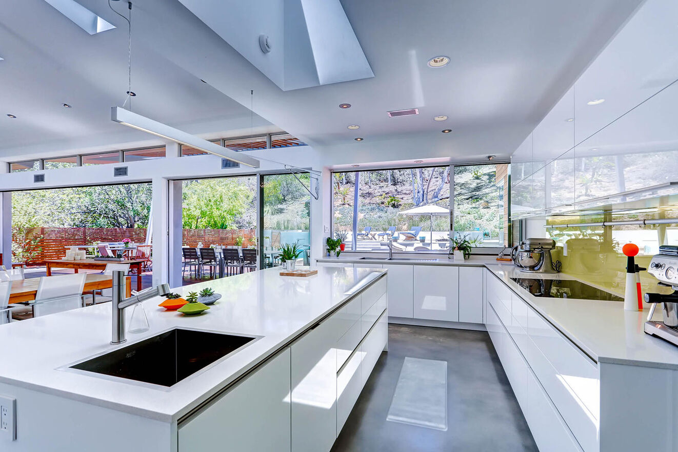 Modern La Jolla Escape kitchen owned by Monarch Luxury Villas